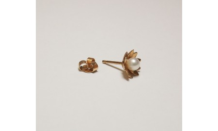 Pre-owned 18ct Gold Flower Pearl Studs