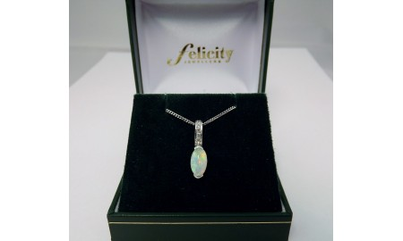 Pre-owned 18ct White Gold Opal & Diamond Pendant