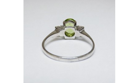Pre-owned 9ct White Gold Peridot & Diamond Ring