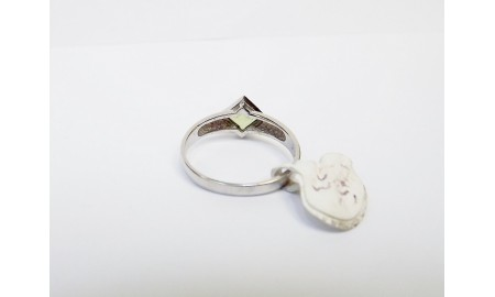 9ct White Gold Peridot Ring