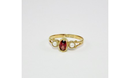 9ct Gold Garnet & Pearl Ring