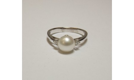 Vintage 18ct White Gold Pearl & Diamond Ring
