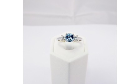 Pre-owned 18ct White Gold Aquamarine & Diamond Ring