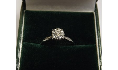 Pre-owned 9ct White Gold Diamond Cluster Ring
