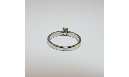 Pre-owned Platinum Diamond Solitaire Ring