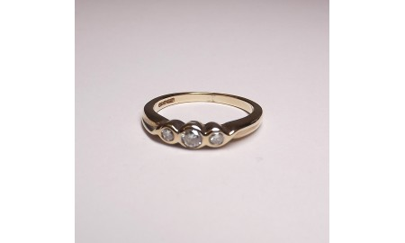 Pre-owned 9ct Gold & Platinum Diamond Trilogy Ring