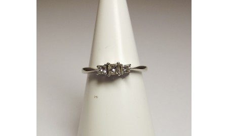 Pre-owned 9ct White Gold Princess Cut Diamond Trilogy Ring